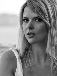 Karina Halle image