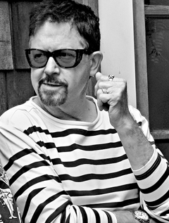 Tom Robbins image