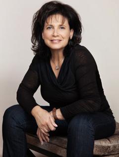 Anne Sinclair image